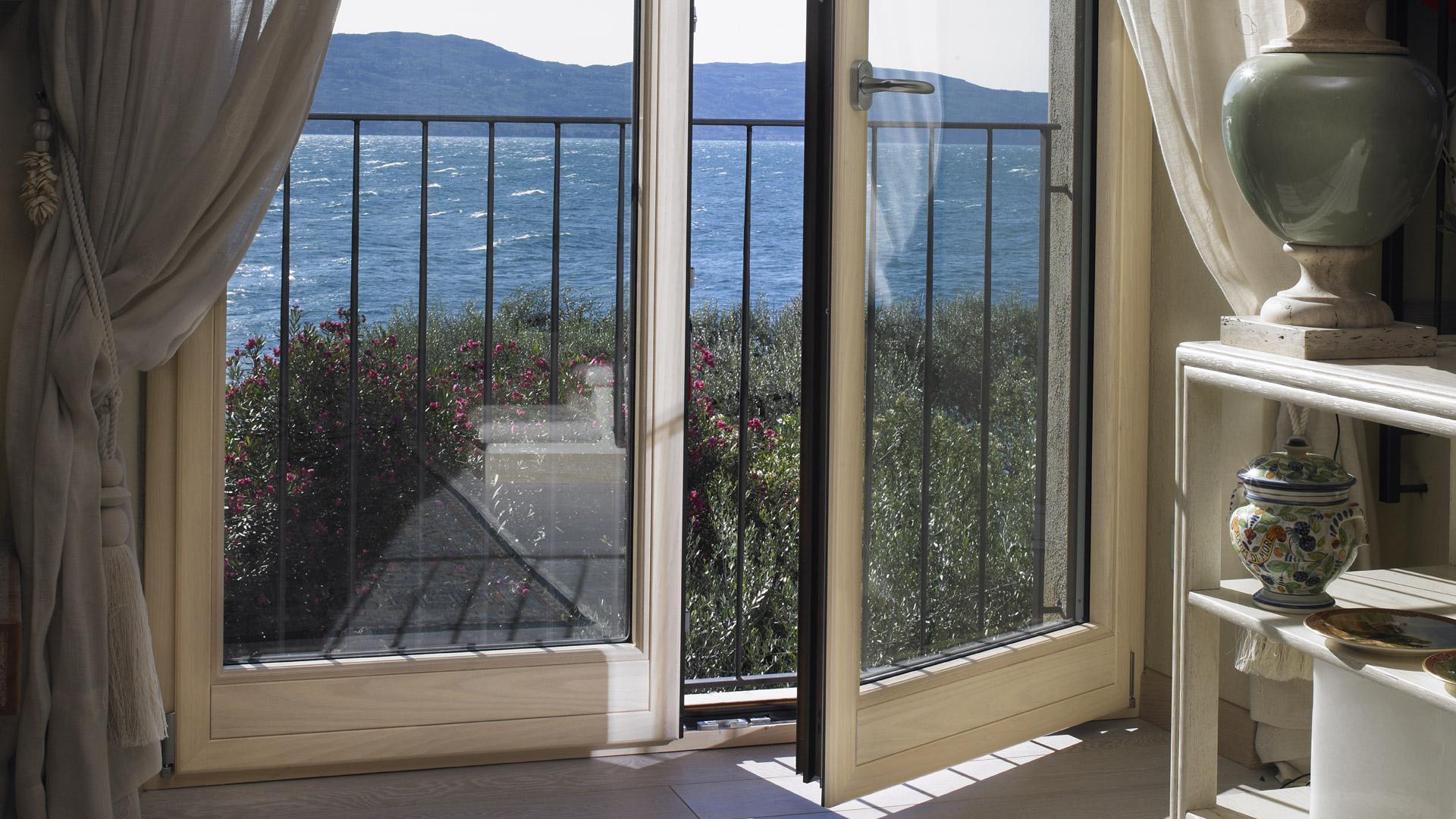 Metra porte e finestre in alluminio legno dg infissi avezzano - Porte finestre legno ...